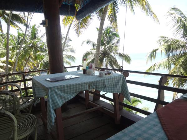 cafe_beach-600x450