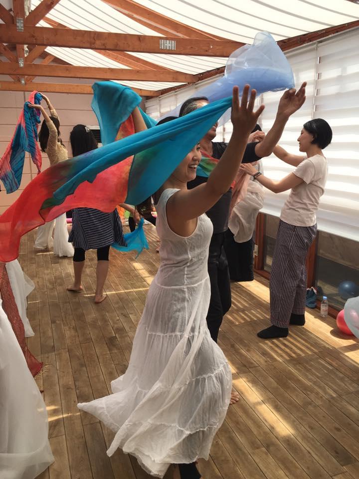 ダンスにアロマ瞑想にこれらの美しい写真たちを撮影と、大活躍の恵子ちゃん